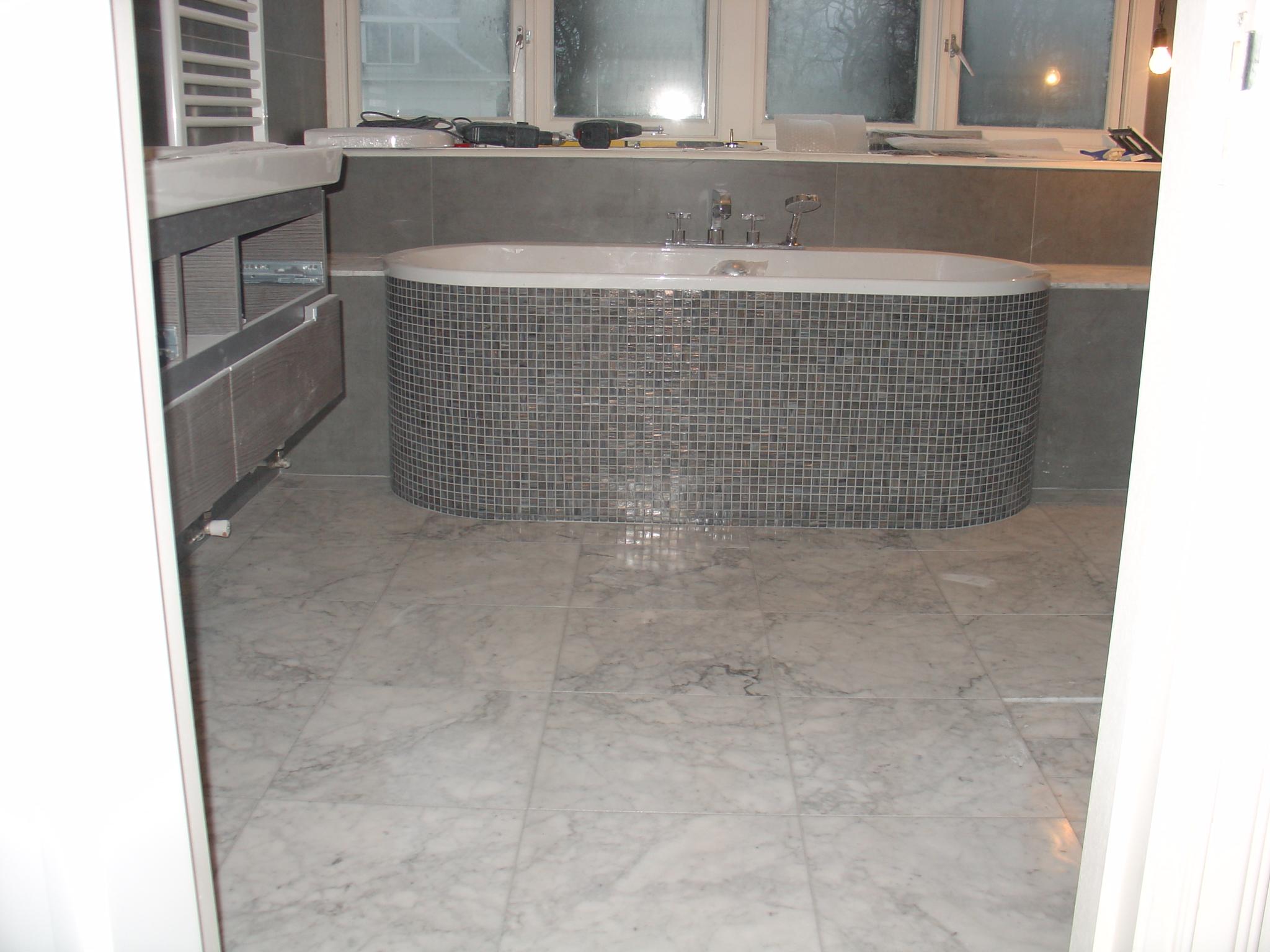 Badkamer tegels kalk - Badkamer tegels mozaiek ...